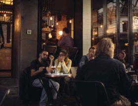 Smullen bij Café Charbon