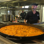 Paella eten tussen de rijstvelden, dat kan in Valencia
