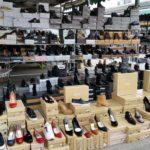 shoppen in Napels markt schoenen