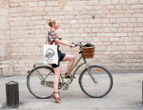 local annebeth vis in Barcelona fietstour