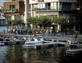 Een van de beste terrassen van Dublin: Het terras van Charlotte´s Quay, pal aan het water,